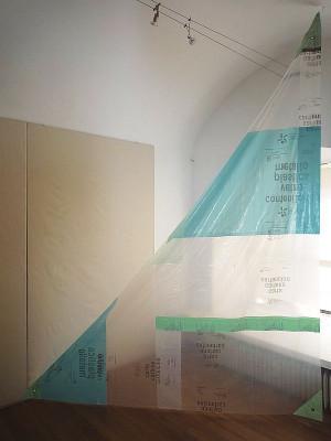 Neutro artesanato da vida 2009                                                1800 €(Neutrales Lebenshandwerk), genähte Plastikfolien, 2 x 3 m