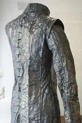Kleid aus Blei