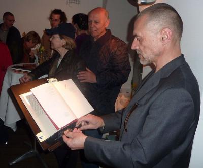 Arno Fischbacher liest Erotisches rund um den Tische