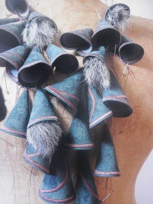 textile Schmuckobjekte