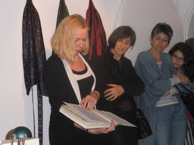 Edith PlatzlEdith Platzl erläutert ihre Arbeit